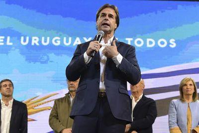 Uruguay espera recuento de votos por Presidencia