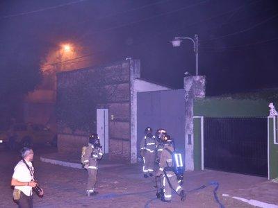 Bomberos controlan incendio en depósito de frigorífico