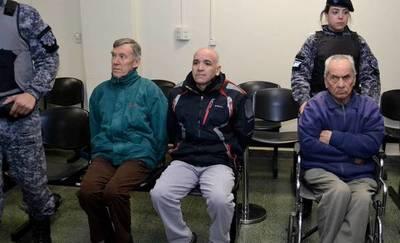 Justicia argentina condena a 42 y 45 años de cárcel a sacerdotes pederastas