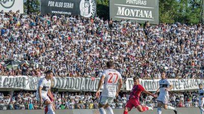 Diputado busca eliminar el monopolio del fútbol