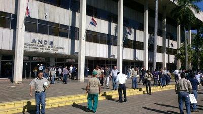 Se levanta huelga de funcionarios de la ANDE