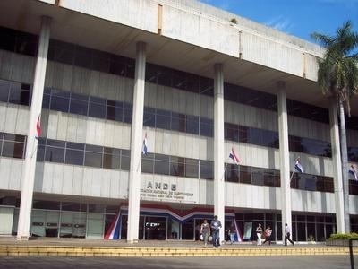 Funcionarios de ANDE levantaron huelga tras acuerdo con Gobierno