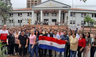 Abogados se manifiestan contra la huelga judicial en CDE