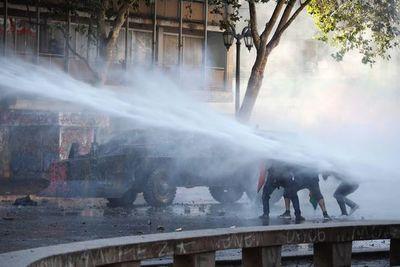 Noche de saqueos e incendios suman tensión a crisis chilena