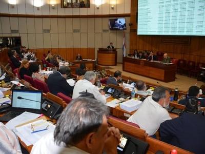 Senado aprobó aumento salarial del 16% para docentes desde julio del 2020