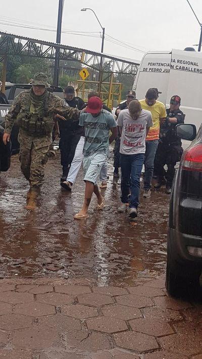 Expulsan a siete presuntos delincuentes brasileños del país
