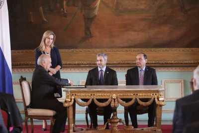 Nuevo embajador anuncia que fortalecerá relaciones con el Vaticano