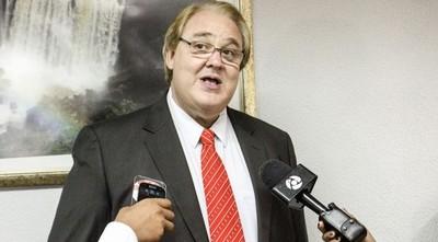 Gobernador de Alto Paraná niega acusaciones de su esposa de ser pedófilo