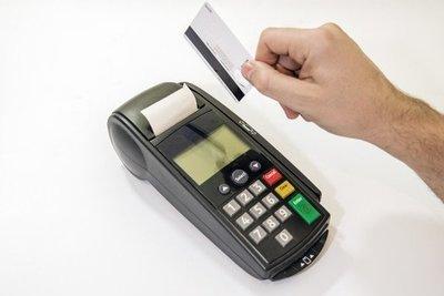 Diputado dice que no presentará proyecto para quitar el tope a tasas de tarjetas