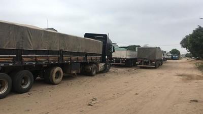 Camioneros paraguayos que estaban varados en Bolivia iniciaron el retorno al país