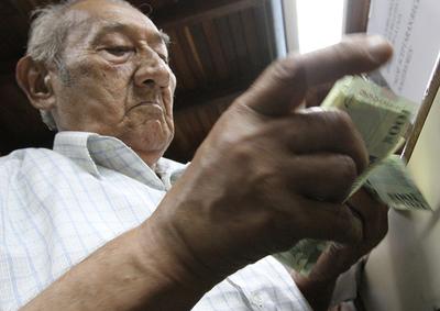 Este jueves cobran los jubilados y herederos sus haberes de noviembre
