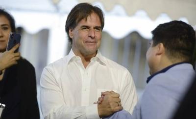 HOY / Abdo felicita al nuevo presidente del Uruguay