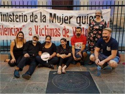 Víctimas de violencia tienen prohibido acercarse a la ministra de la Mujer