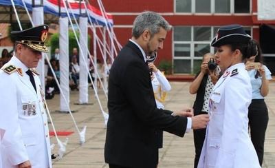 HOY / Mejor egresada de la Policía Nacional destacó el énfasis en igualdad de derechos dentro de la institución