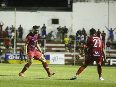 Alberto Espínola anota el mejor gol de la fecha