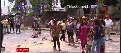 Indígenas cierran avenida Artigas