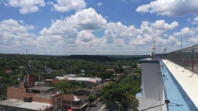 Una vista panorámica de Caacupé desde la punta de la Basílica