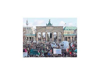 Marchas en Europa y Asia en la previa de cumbre  climática