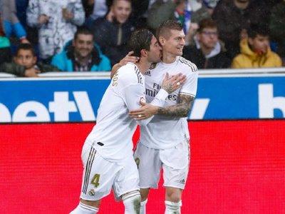 Real Madrid gana de visitante y lidera en solitario