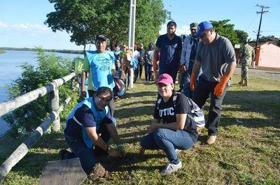 Limpieza del río Paraguay y arborización de la ribera en Puerto Antequera