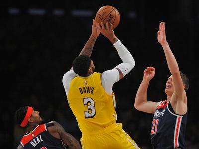 Lakers cierra el mes igualando una marca de hace 19 años
