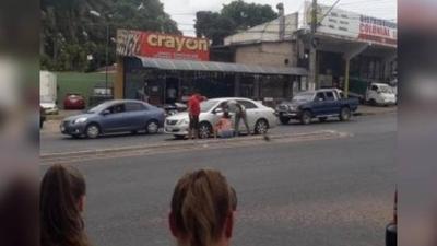 HOY / Violento asalto en Ñemby: Delincuentes armados se llevaron G. 300 millones
