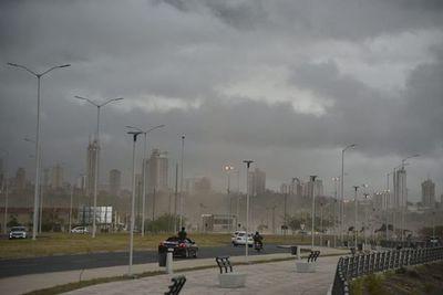 Fuerte lluvia en Capital y en 10 departamentos