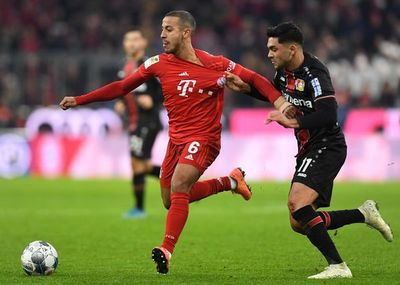 Bayern patina, Leipzig toma la cabeza y Dortmund salva la de Favre