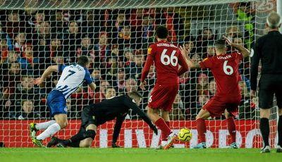Liverpool galopa hacia el título, City y Chelsea patinan