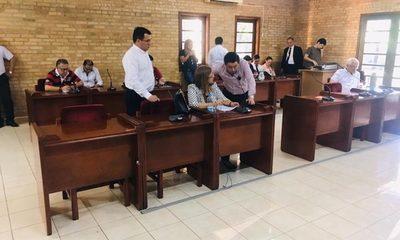 Concejales no consiguen levantar veto y regirá presupuesto de Prieto