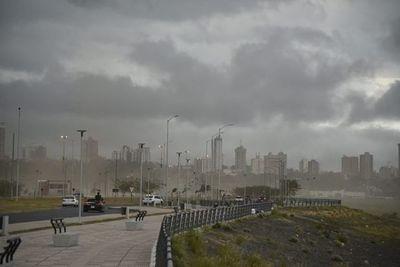 Anuncian jornada de domingo cálido y lluvioso