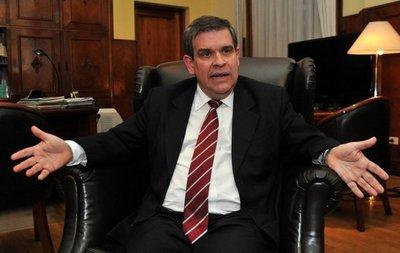 """Exministro de Hacienda dice que salida de alrededor de 300 mil usuarios de tarjetas del sistema fue un """"festín para la usura"""""""