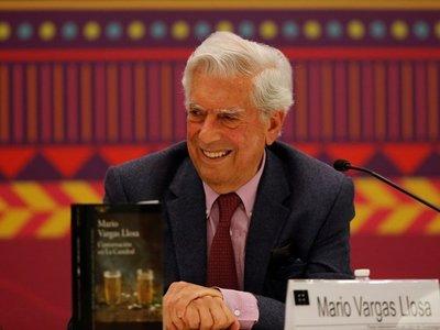 """Vargas Llosa conmemora los 50 años de la novela que más le """"costó"""" escribir"""