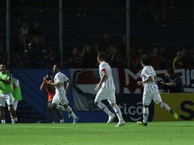 Libertad volvió a ganar a Cerro y prolonga la definición del Clausura