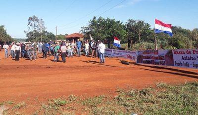 Con bloqueo de rutas piden que MOPC cumpla con construcción de caminos en Mbaracayú