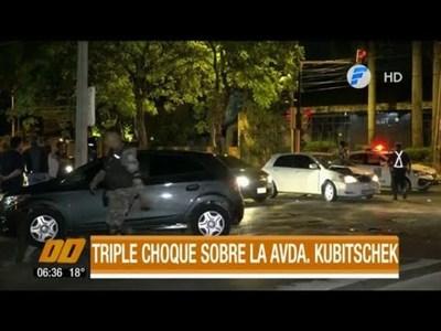 Triple Choque sobre Av. Kubitschek