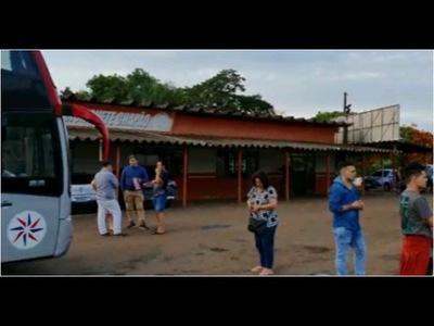 BUS PARAGUAYO QUEDÓ 17 HORAS VARADO Y SIN AUXILIO EN BRASIL