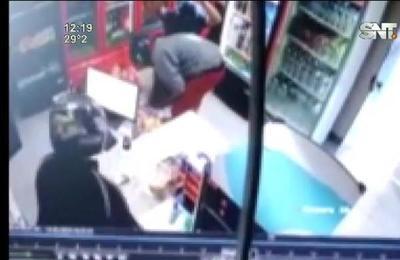 Violento asalto en estación de servicios en Mariano Roque Alonso