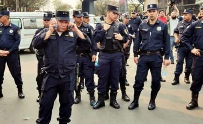"""Ministro del Interior buscará """"recuperar"""" a policías de políticos"""