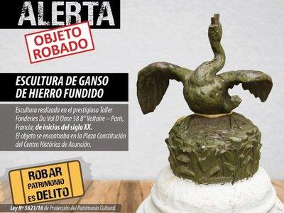 Roban pieza escultórica de Plaza Constitución de Asunción