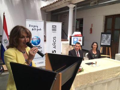 Con sellos postales conmemoran cien años de Edith Jiménez y Cayo Sila Godoy