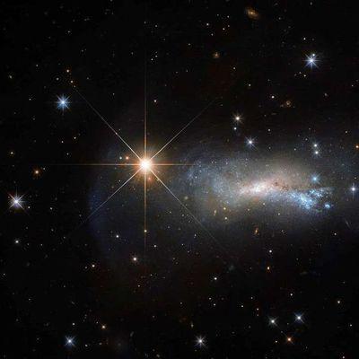 Hallan una estrella que fulgura millones de veces más fuerte que el Sol