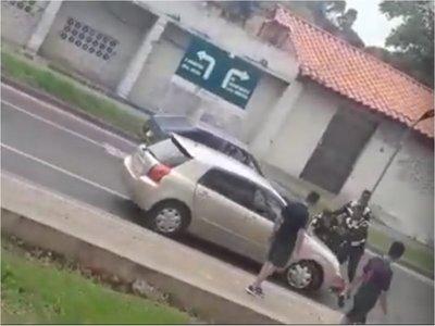 Atropelló a PMT mientras le hacían la boleta de multa