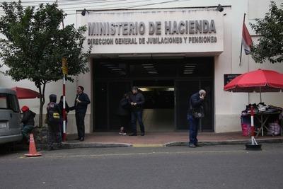 Caja Fiscal bloqueará cuentas de 122 pensionadas hijas solteras de militares