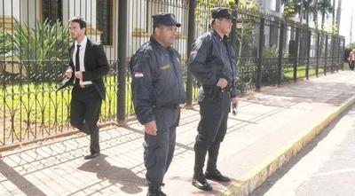 HOY / Senadores tienen 190 policías custodiándolos y los diputados, 170 uniformados