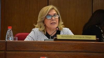 """Senadora pide ninguneo de reloj biométrico para amiga y desnuda """"trampa"""" de control antiplanilleros"""