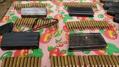 Buscaban drogas y hallaron cientos de balas