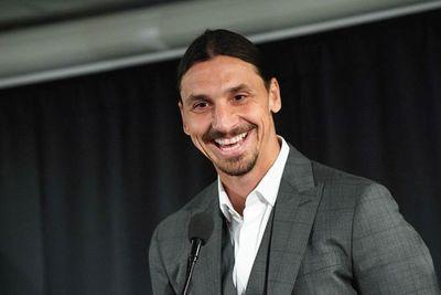 Ibrahimovic regresará a jugar en Italia a partir de enero