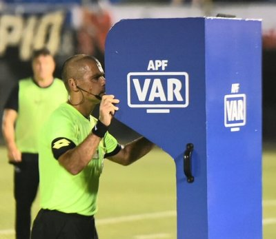 El VAR hizo su estreno en el fútbol paraguayo