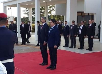 Mandatario partió a Brasil para asistir a Cumbre del Mercosur